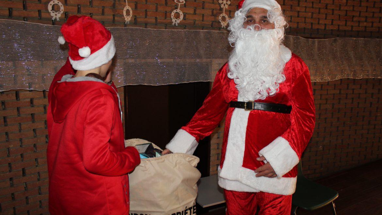 Коледен поздрав от учениците